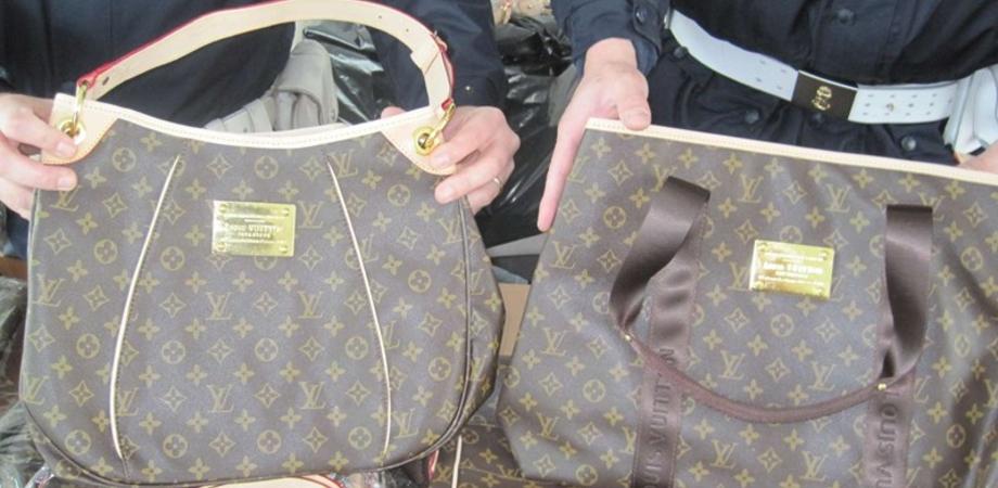A Palermo la fabbrica delle false griffe. Sequestrate centinaia di borse e  scarpe 0cd0b4903bf5