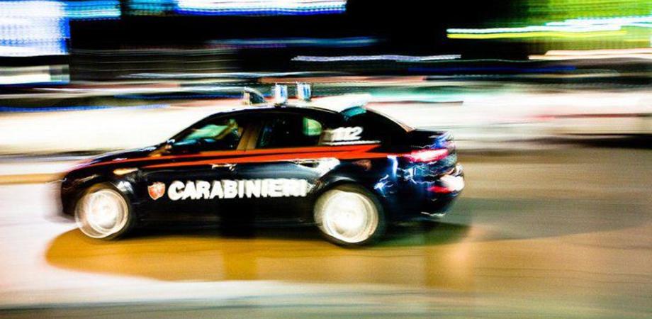 Schiaffi e pugni al volto, poi la violenta per strada: arrestato dai carabinieri