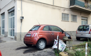 https://www.seguonews.it/caltanissetta-incendio-in-piazza-trento-danneggiata-una-500