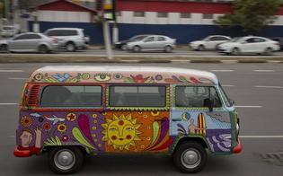 https://www.seguonews.it/bye-bye-kombi-volkswagen-non-produrra-piu-lo-storico-furgoncino-degli-hippie