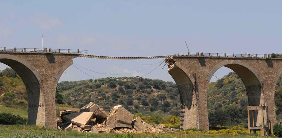 Aggiudicata gara per il viadotto sulla linea ferroviaria Gela-Caltagirone, Rizzo (M5S): presto ritorno alla normalità