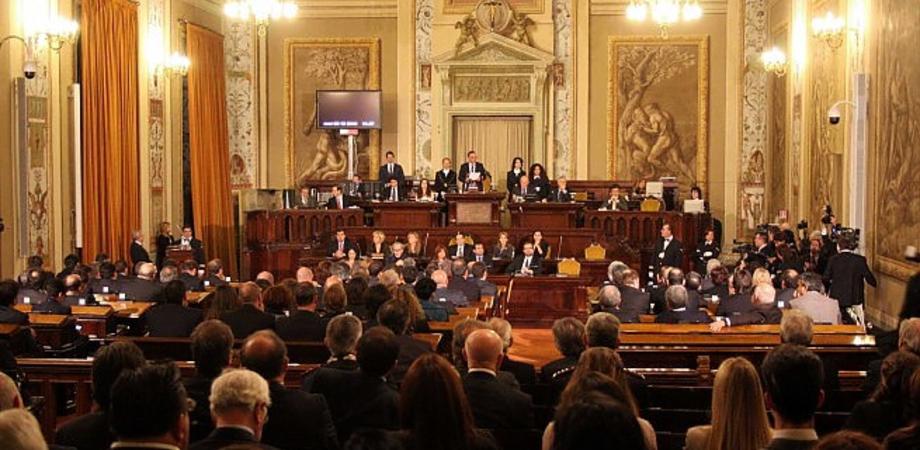 Mangiuglia all'Ars: sotto inchiesta 97 persone tra deputati e consulenti dei gruppi