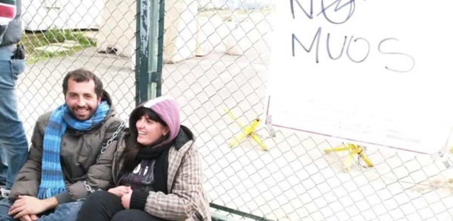 Muos Niscemi, installata la prima parabola. Attivisti si incatenano al cancello base Usa