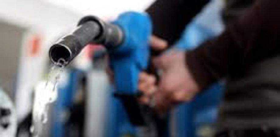 """Ma quanto costa la benzina a Palermo? Omicidio al distributore, confessa il killer: """"Pieno troppo caro e l'ho ucciso"""""""