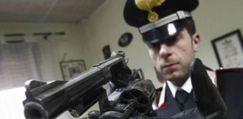 Trovati con arma clandestina e munizioni: giovane gelese e brindisino in manette a Parma