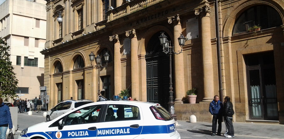 Gli agenti della Polizia Municipale mettono in mora il Comune di Caltanissetta: notificati 15 decreti ingiuntivi