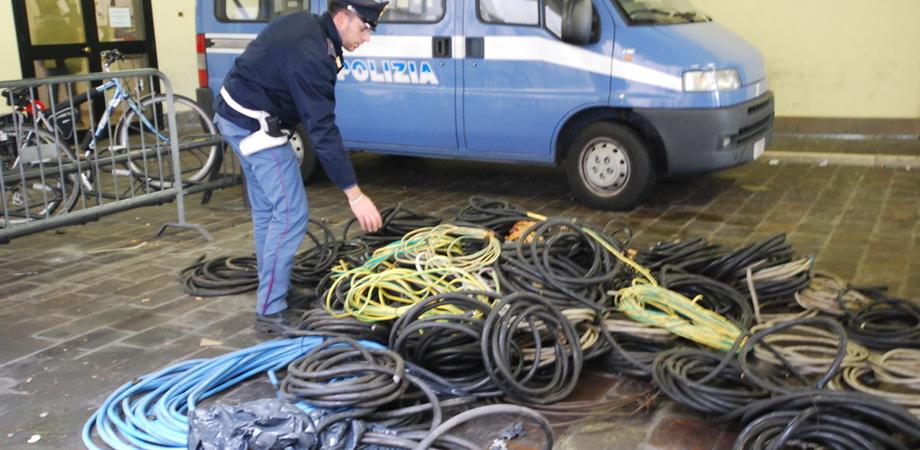 Furto di rame a Caltanissetta. Polizia trova cavo e traliccio divelto: ladri in fuga