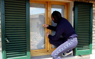 http://www.seguonews.it/ruba-in-casa-della-vicina-con-la-copia-delle-chiavi-manolesta-scoperto-dalla-polizia-stradale-di-caltanissetta