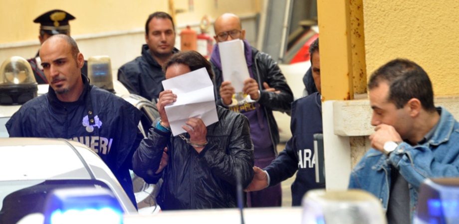 """""""Sgancia i soldi e ti ridiamo la refurtiva"""". Rapina, tre arrestati a Caltanissetta dai carabinieri"""