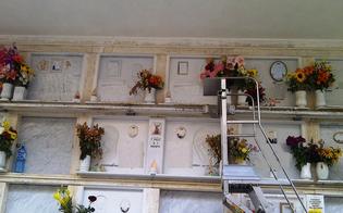 Compra un loculo al cimitero di Gela, incide il proprio nome sulla lapide, porta i fiori e paga il suo funerale