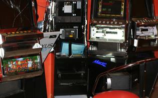 http://www.seguonews.it/raid-in-sala-giochi-a-caltanissetta-ladri-arraffano-700-euro-da-slot-machine