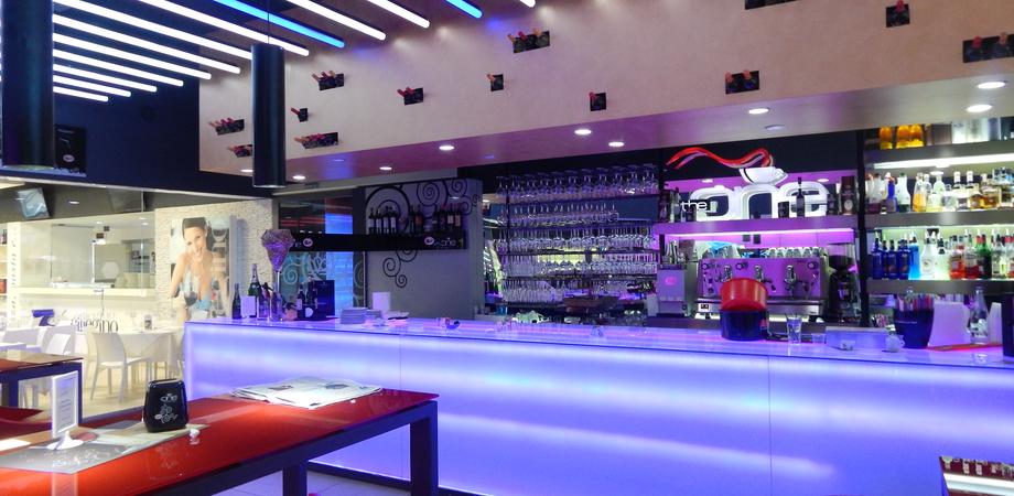 """Un """"drink"""" non si sceglie a caso: la professionalità dei bar tender del Corona Wine Bar"""