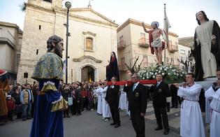 http://www.seguonews.it/in-attesa-della-luce-la-settimana-santa-sancataldese-in-un-libro-fotografico-di-valerio-cimino