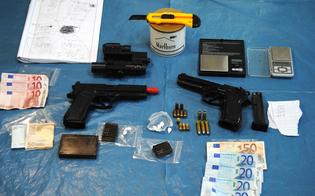 http://www.seguonews.it/blitz-della-polizia-a-gela-pistole-e-droga-in-casa-arrestato-un-giovane