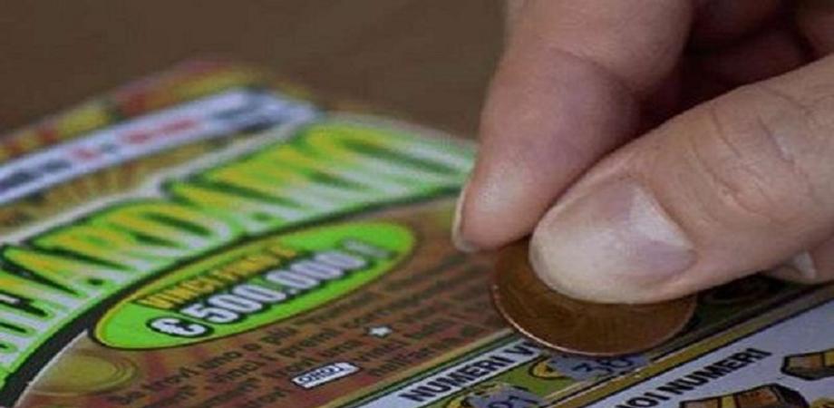 Vince 3 milioni con due Gratta e Vinci nel giro di 20 giorni: il fortunato è un piastrellista di 40 anni