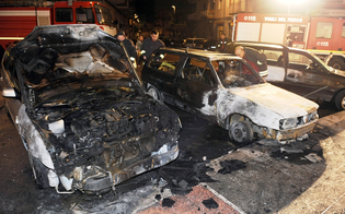 http://www.seguonews.it/attentato-al-rione-settefarine-di-gela-rogo-di-due-auto-si-propaga-ad-unabitazione