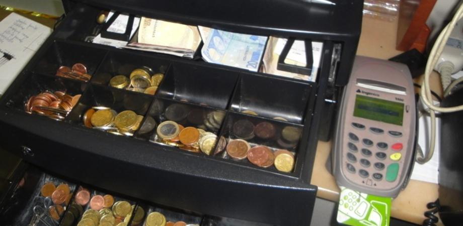 Furto domenicale in pasticceria nissena: rubato incasso da 2mila euro