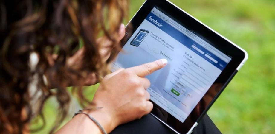 Problemi di collegamento con Facebook e Instagram, difficoltà a caricare nuovi contenuti