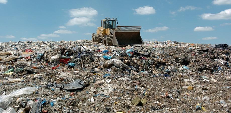 A Gela cessa l'emergenza rifiuti, dopo 10 giorni riaperta la discarica di Timpazzo