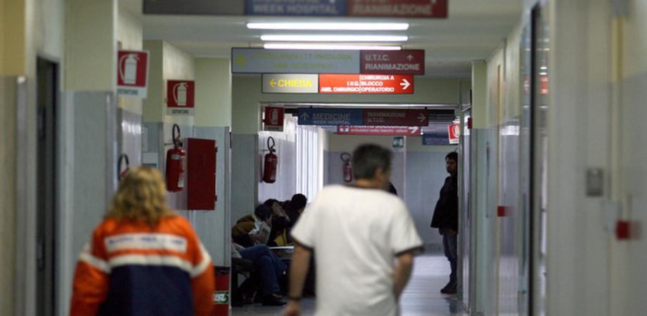 Bevono tisana alla ginestra, avvelenata coppia di San Cataldo. Salvata in extremis dai medici dopo terapia