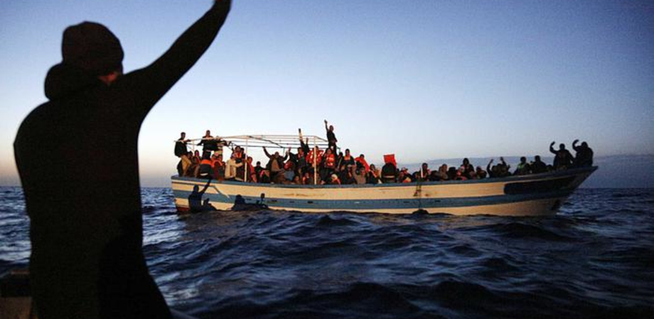Emergenza sbarchi nel Canale di Sicilia, oltre 4mila migranti in difficoltà sui barconi salvati in 24 ore