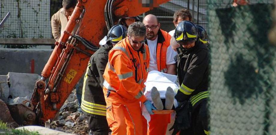 Tragedia sul lavoro nel Nisseno. Operaio ucciso da ruspa guidata dal collega: aperta inchiesta