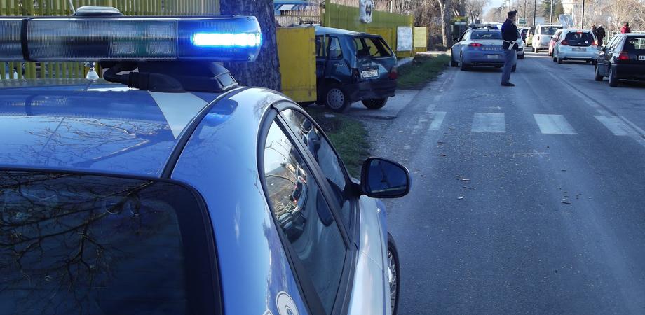 Scontro tra due auto in via Santo Spirito. Uno dei conducenti ubriaco alla guida, denunciato dalla Polizia