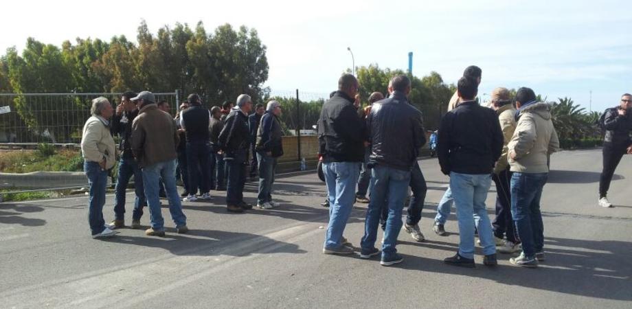 """A Gela dodicesimo giorno di protesta. I lavoratori della Raffineria: """"Pronti ad azioni eclatanti"""""""