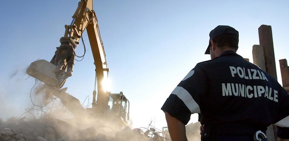 Abusivismo, via libera ad una norma del M5S che istituisce un fondo utile ai Comuni per le demolizioni