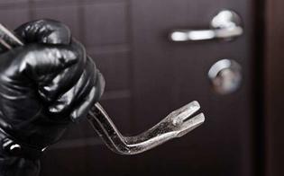 http://www.seguonews.it/provano-ad-entrare-in-casa-ma-non-ci-riescono-e-i-ladri-si-accontentano-di-pochi-oggetti-in-cortile