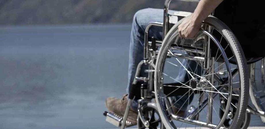 All'ospedale di Gela per le sedie a rotelle servirà mettere un euro. Presto verrà introdotto il gettone