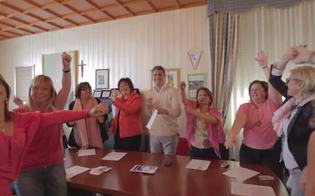 http://www.seguonews.it/notte-rosa-a-gela-sono-tutti-happy-contro-la-violenza-sulle-donne-il-video