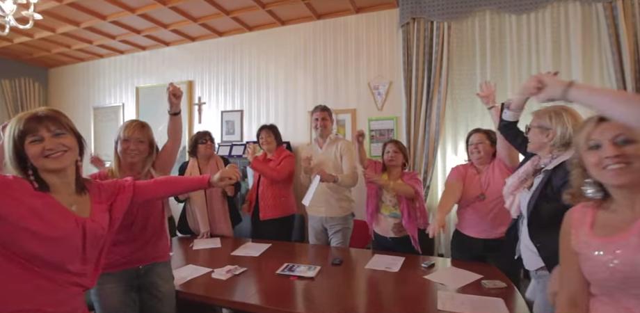 """Notte Rosa a Gela, sono tutti 'Happy"""" contro la violenza sulle donne IL VIDEO"""