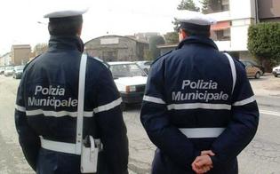 http://www.seguonews.it/caltanissetta-madre-di-un-bimbo-autistico-denuncia-io-e-mio-figlio-umiliati-da-due-agenti-della-polizia-municipale