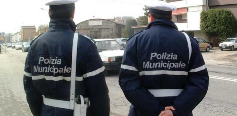 """Caltanissetta, madre di un ragazzino autistico denuncia: """"Io e mio figlio umiliati da due agenti della Polizia Municipale"""""""