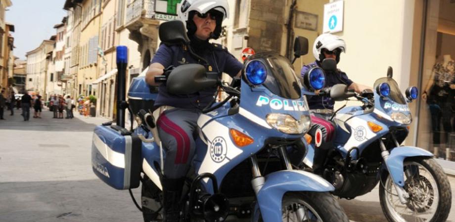 """Caltanissetta, immigrato """"ribelle"""" aggredisce poliziotti durante controllo. Raptus in piazza Garibaldi, denunciato per violenza"""