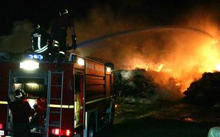 http://www.seguonews.it/gela-incendio-distrugge-un-capannone-in-contrada-poggio-blasco-cerano-allinterno-250-balle-di-fieno