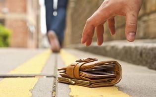 https://www.seguonews.it/ritrova-un-portafoglio-con-450-euro-e-lo-consegna-alla-polizia-con-documenti-e-carte-di-credito