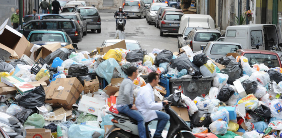 Balzello rifiuti, in Sicilia tariffe più care: a Caltanissetta la Tari meno bassa con 288 euro