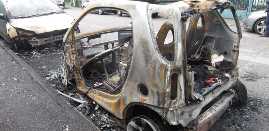Misteriosi roghi d'auto nel Nisseno. Tre vetture bruciate a Niscemi e Gela