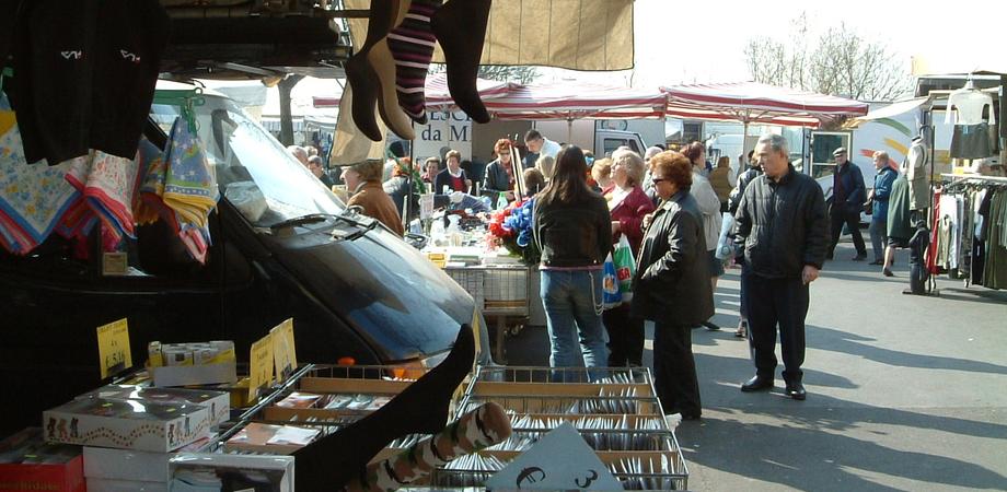 Il mercatino del sabato trasloca da Pian del Lago a viale Costa: il 27 giugno trasferimento temporaneo