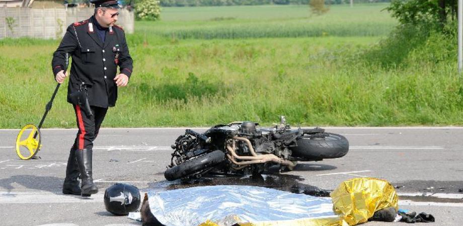 Vite spezzate sull'asfalto. Incidente a Riesi, muore giovane motociclista