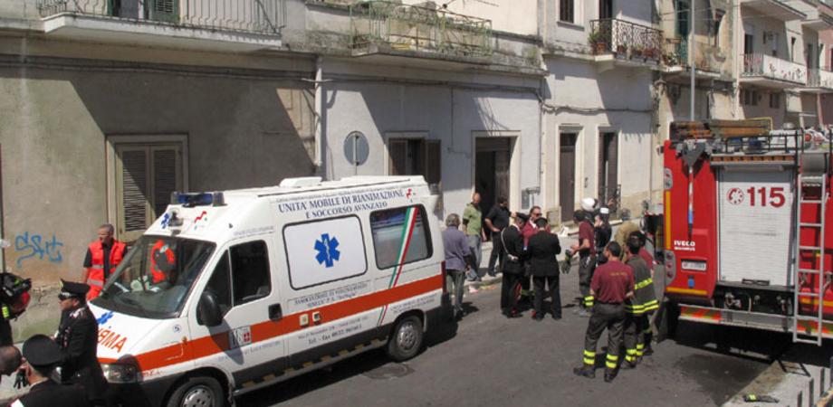 Cede soffitto in casa a Niscemi. Due fratellini feriti dal crollo di calcinacci: non sono gravi