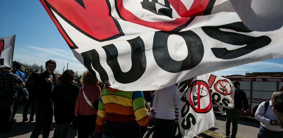 """No Muos, partiti sotto accusa: """"Ci hanno tradito, lotteremo"""". A Niscemi cresce la tensione"""