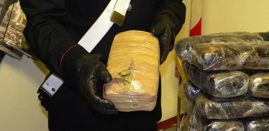 In viaggio con mezzo chilo di marijuana in auto. Arrestati due fratelli di Niscemi