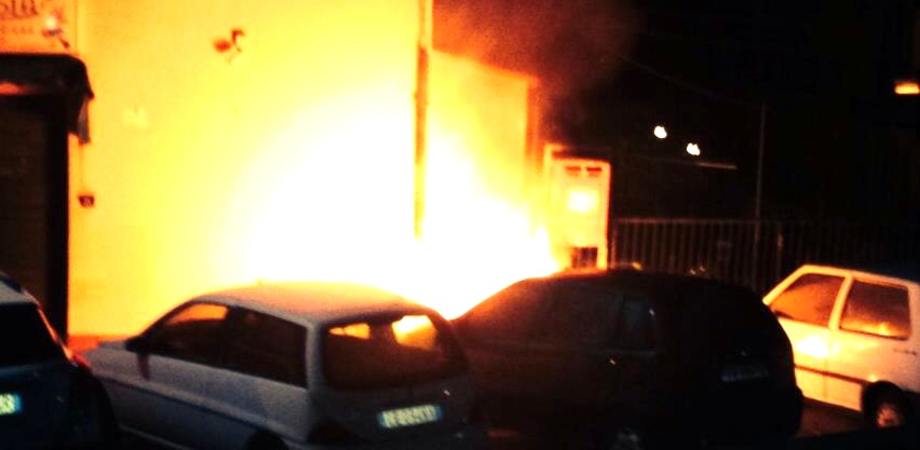 Notte di fuoco a Caltanissetta e a Gela: bruciate le auto di due donne