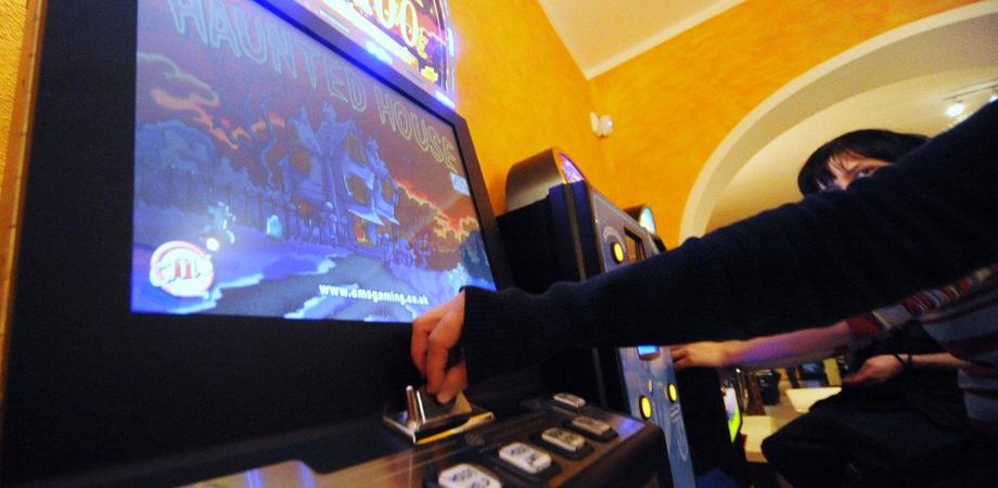 Caltanissetta, truffa con slot machine e scommesse: chiesto il processo per tre persone