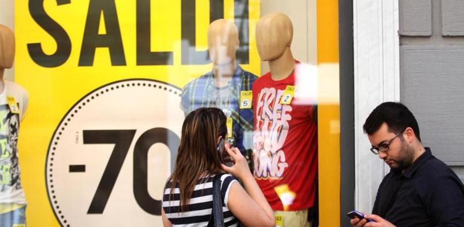 Saldi. Confesercenti: 7 su 10 compreranno. Il 47% cerca vestiti e accessori di qualità