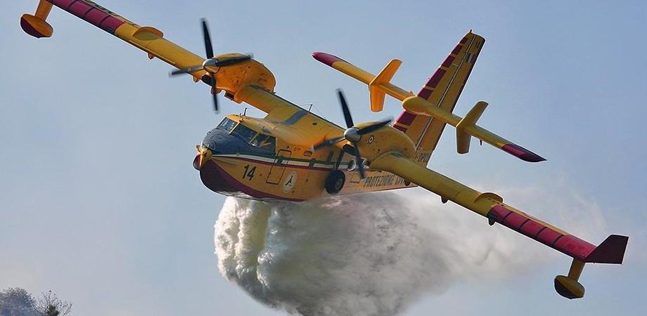 Caltanissetta, vasto incendio a Xiboli:  il rogo è alimentato dal vento e dalle alte temperature