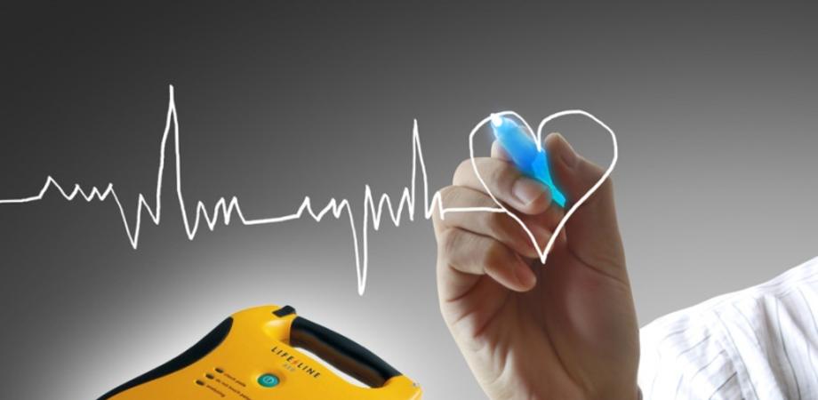 """Un defibrillatore alla 'Luigi Russo"""" di Delia. Bancheri: 'Abbiamo a cuore"""" gli allievi delle scuole"""
